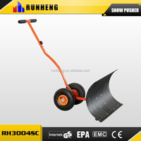 Metal push snow shovel with curved bar