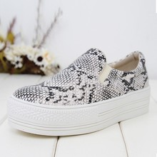 Factory wholesale fashion snake skin women sneaker 2015