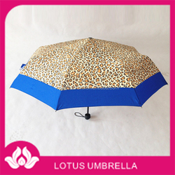 China Umbrella Town made OEM small leopard print umbrella with bags