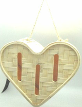 weaving bamboo heart-shaped butterfly house