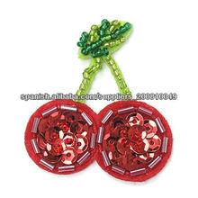 insignias bordadas de color rojo cereza