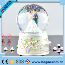 resin snow globe wedding favor water globe
