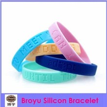 2015 newest fashion and hot sale silicon bracelets with logo all over the world