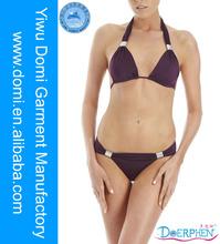 Elegante metálicos hebilla halter del traje de baño fotos de niñas en bikini