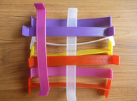 different colors plastic handles for boxes packing