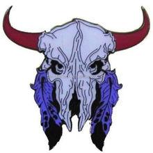 China Wholesale Custom Cow Grateful Dead Skull Feather Hat Metal Lapel Pin Badge
