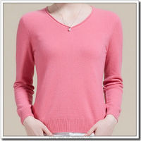 Classic v-neck cashmere sweater with roll edge