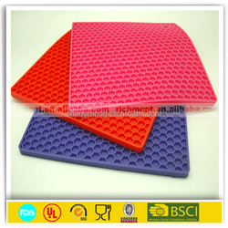 Durable can be dishwasher silicone mat / silicone heat insulation mat for dinner table