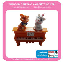 2015 fashion design promotion toys of cat statuette with plastic piano