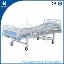 China BT-AM202 Hospital Health Care double crank mechanical hospital bed manual patient bed with silent wheels