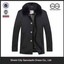 Diseño de lujo de invierno cuello de piel acolchada hombres de la capa, moda personalizada por la chaqueta con cuello de piel
