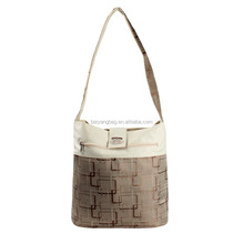 Insulated cooler tote bag for red wine