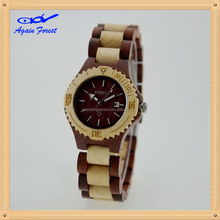 Design professional wooden watches for an everyday style