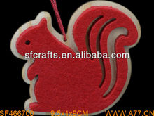 Hotsale Handmade felt& wooden Christmas Squirrel Hanging Ornament Manufacturer