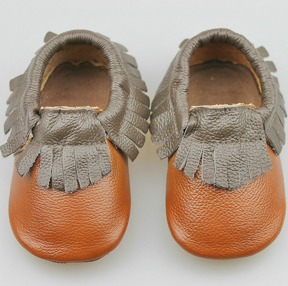 From the soft, no-slip suede sole and traditional fringe of the Navajo Blankie moccasin to the classic seams that knock our baseball moccasins out of the park for your little slugger — each and every pair of baby shoes are handmade right here in Missouri.