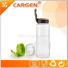 The large capacity 700ml leak proof portable sport carabiner water bottle