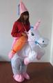 Festvial artes y oficios, animales inflables y traje de la gente