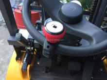 Steering wheel spinner of heavy mechanical cars