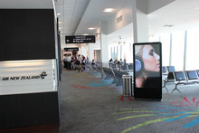 65inch airport and star hotel hall free digital display software, free standing advertising board