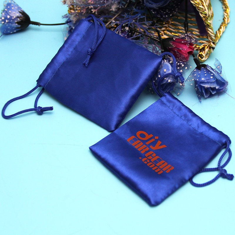 New fashion factory price custom silk jewelry pouch/satin charm pouch
