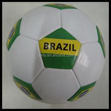 Promocional 1.6 mm pvc bola de futebol de couro com bexiga de borracha