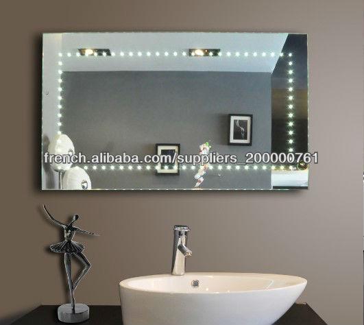 mur de salle de bain suspendu miroir avec la lumi re. Black Bedroom Furniture Sets. Home Design Ideas