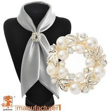 Professional brooch manufacturers light gold pearl crystal Olive Branch brooch clip for scarf jewelry accessories
