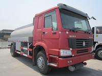 Howo oil tanker truck 4x2 for sale