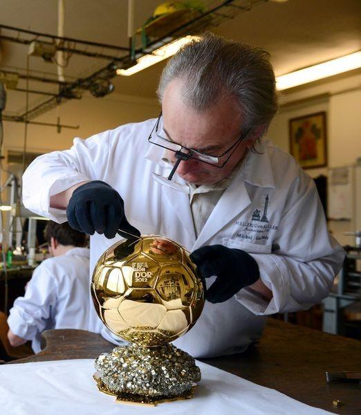 Спортивный сувенир goldene kugel 19 H He troHy Spieler jaHr ballon d' fu ball gescHenk fu ball tropH e fu ballfans