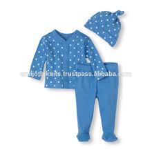 infantil pierna del pantalón y superior a lo largo de conjunto con la tapa
