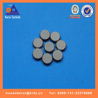 Tungsten carbide flat button for making serrated stabilizers