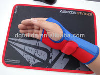 Cover edged mouse pads with gaming gloves