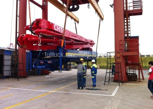 Concrete pump on flat rack container 1