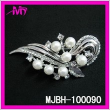 Fashion jewelry 2015 pearl flower brooch pin with rhinestone MJBH-100090