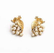 New fashion jewelry studs gold alloy leaves shaped earrings with white beads
