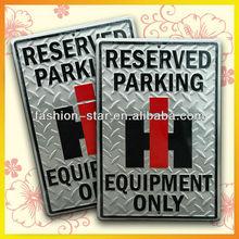 Impreso de aparcamiento sólo letrero de metal, señal de estacionamiento