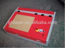 Grabado láser paqueño y máquina de corte