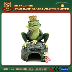 Garden ornament custom decorative resin frog prince animal frog house