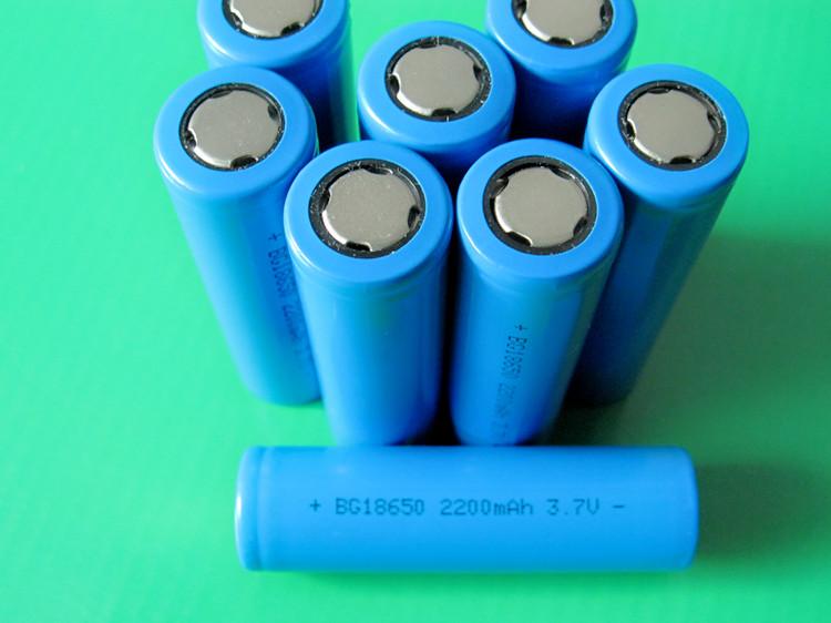 Как сделать аккумулятор из батарей 18650