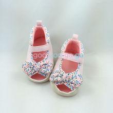 Une série de petits frais femmes chaussures bébé bébé rose Lady poissons bouche BB impression bébé sandales sandales