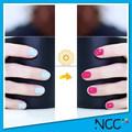 Cambia los colores de esmalte de uñas, cambio de color de esmalte de uñas para el cielo azul