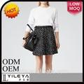 ファッションの高エンド白いドットパターン印刷女の子のミニスカート写真
