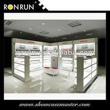 zapatos de exhibición de la tienda de diseño del accesorio