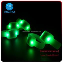 Promotion gift silicone remote controlled led flashing bracelet