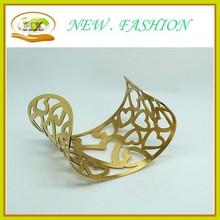 Europan estilo clásico brazalete de acero de titanio de oro para mujer hollow acero inoxidable abrazadera