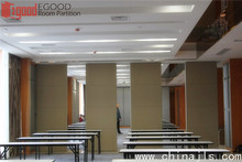 Sliding acoustic wall