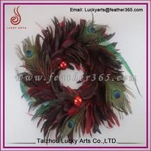 Fabricante bonito del pavo real de plumas guirnalda