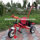 Crianças bebê triciclo