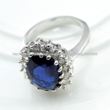 Piedras preciosas anillo