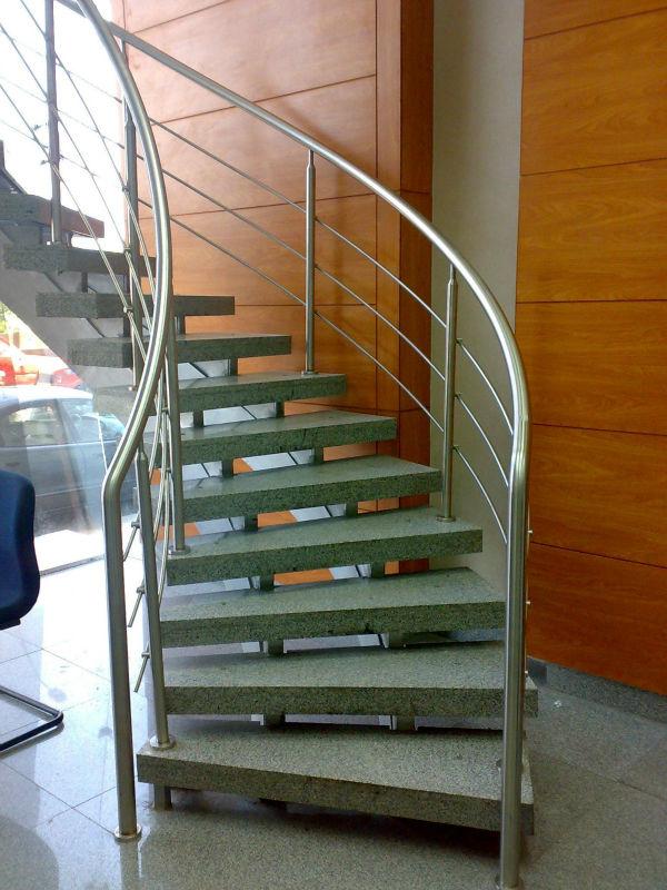 De interior al aire libre en espiral escaleras con for Escalera de madera al aire libre precio